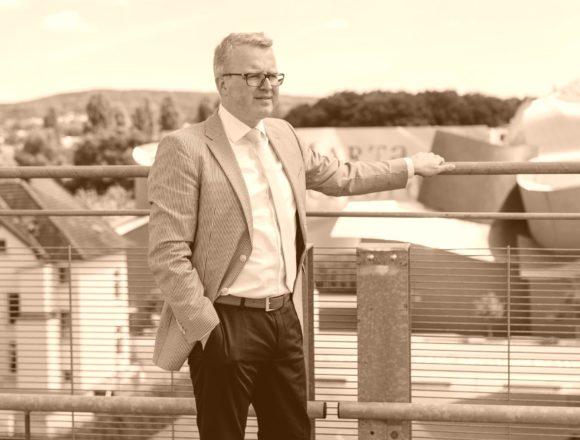 """Bahnbrücke """"Im Ort"""" in Stemwede-Drohne – MdB Frank Schäffler schaltet Bahnvorstand ein"""